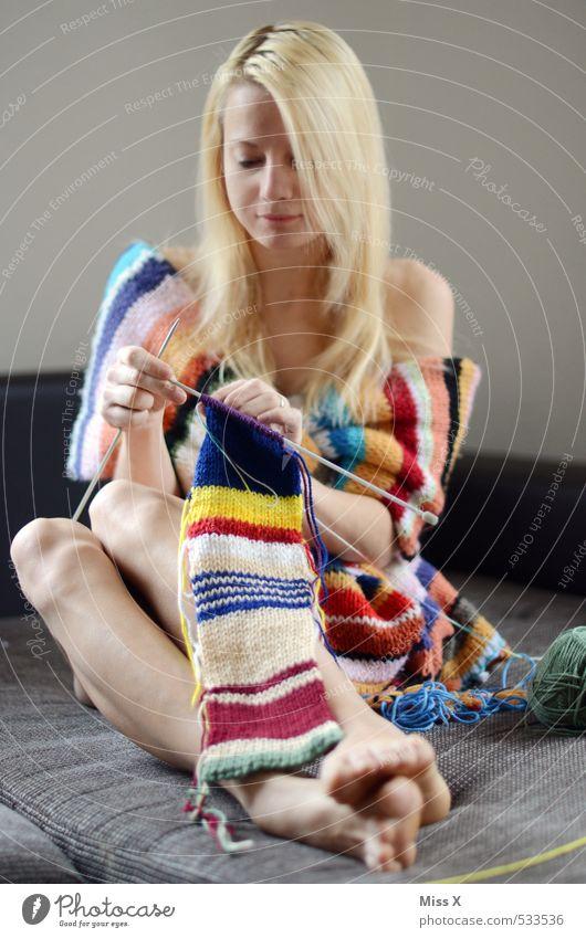 cocoon Mensch Frau Jugendliche nackt schön Weiblicher Akt Junge Frau ruhig Erwachsene Stimmung Mode Freizeit & Hobby blond Warmherzigkeit Bett Stoff