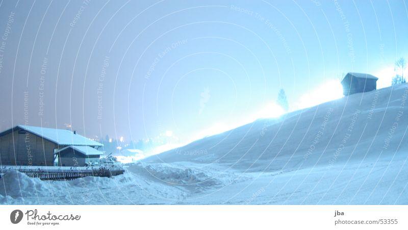 Nachts im Schnee #02 Baum Beleuchtung Tanne Fahrstuhl Scheune Berghang Skipiste Neuschnee Pistenbeleuchtung