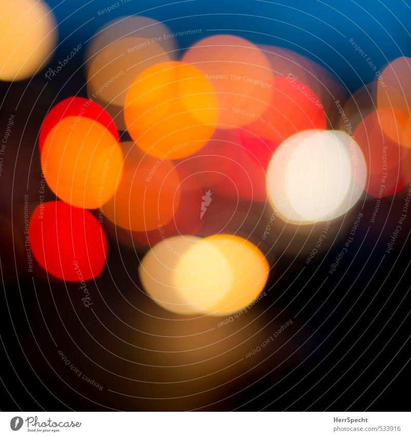 Bright lights, big city schön weiß rot Straße PKW orange Verkehr ästhetisch Kreis Autofahren Straßenkreuzung Straßenverkehr Autoscheinwerfer Lichtkreis