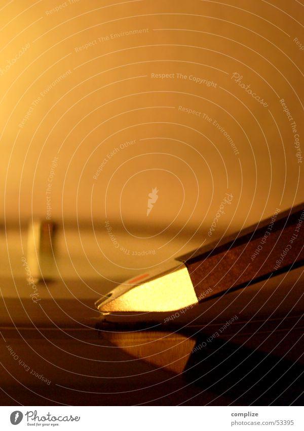 gold Musik orange gold Technik & Technologie Spuren Disco Gastronomie Spiegel Teile u. Stücke Club Konzert Lautsprecher Diskjockey Fensterscheibe Furche