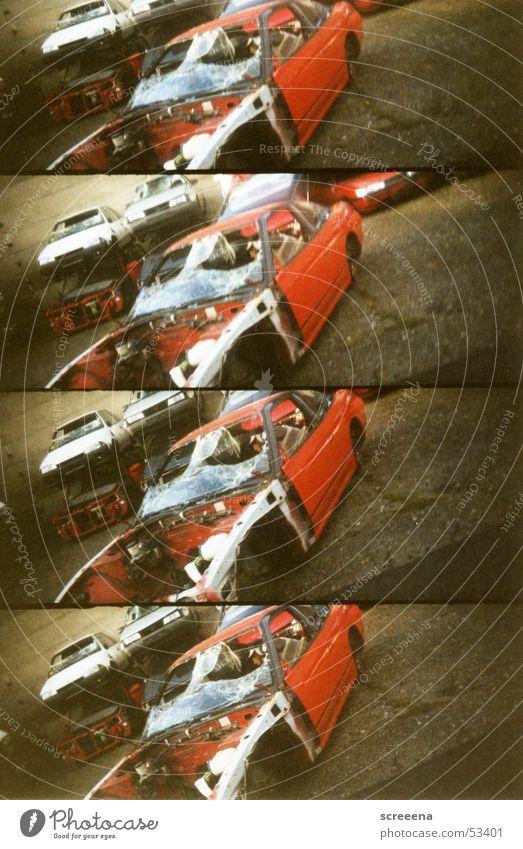 Trash Scapes I rot PKW braun Glas kaputt gebrochen Lomografie Schrott Schrottplatz Windschutzscheibe Autowrack Sicherheitsglas schrottreif