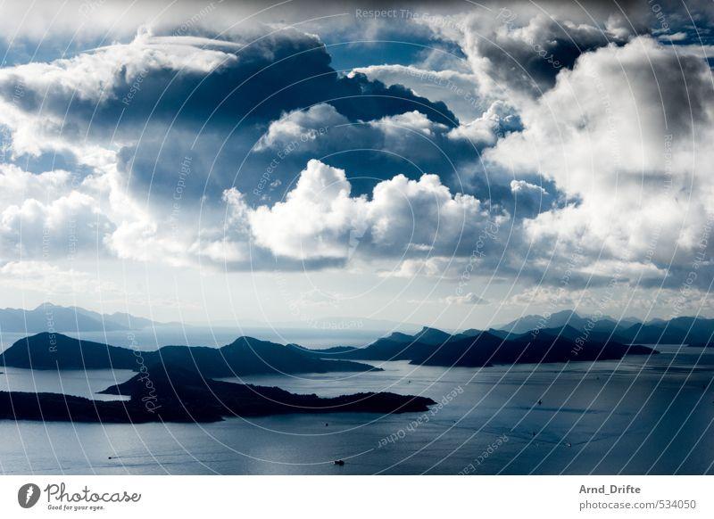 Schichten II Himmel Natur Ferien & Urlaub & Reisen blau Sommer Wasser weiß Meer Landschaft Wolken Ferne Strand dunkel schwarz Berge u. Gebirge Küste