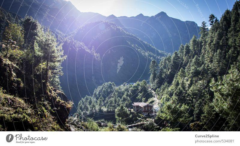 Phakding in Nepal Natur Landschaft Sonne Sonnenlicht Herbst Schönes Wetter Berge u. Gebirge Dorf Menschenleer Originalität Wärme grün Stimmung Einsamkeit