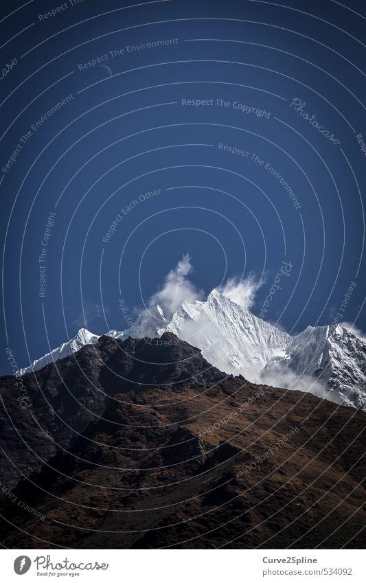 Black & White Natur Landschaft Urelemente Erde Wolkenloser Himmel Mond Schnee Berge u. Gebirge Gipfel Schneebedeckte Gipfel ästhetisch gigantisch natürlich oben