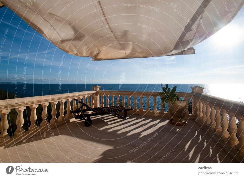 Leichte Brise Urelemente Erde Luft Wasser Himmel Sonne Sonnenlicht Schönes Wetter Wärme Balkon Terrasse ästhetisch Naturstein Säule Geländer Liegestuhl
