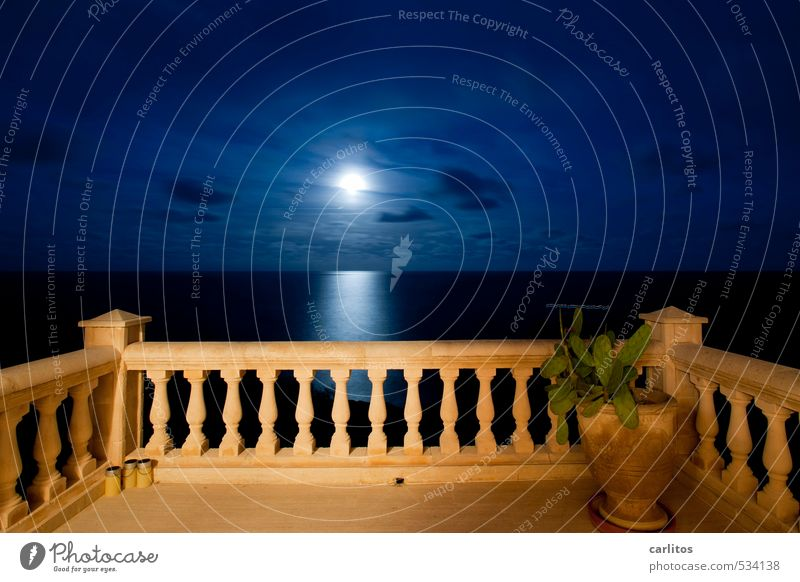 Der Mond, meine Damen und Herren, Urelemente Erde Luft Wasser Himmel Nachthimmel Vollmond Schönes Wetter Meer Balkon Terrasse ästhetisch Säule Geländer Aussicht