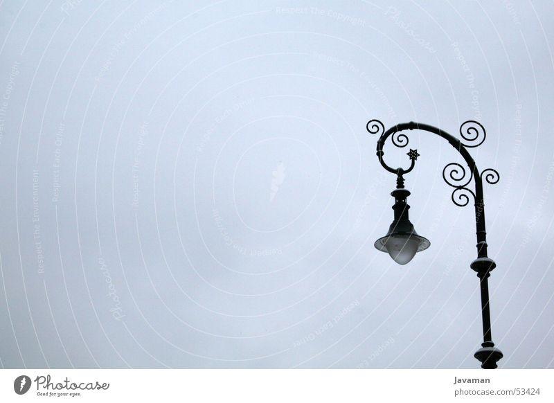 Es werde licht. Lampe hell Laterne Glühbirne