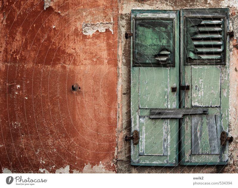 Wir kaufen nichts alt Farbe ruhig Fenster Wand natürlich Mauer Holz Fassade Wohnung Häusliches Leben geschlossen einfach Schutz historisch Gelassenheit