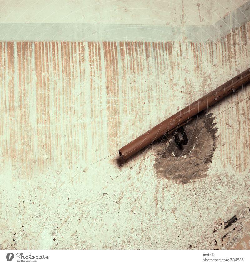 Mobil bleiben alt ruhig Wand Mauer Holz Fassade Häusliches Leben trist Design hoch einfach Wandel & Veränderung Sicherheit festhalten historisch Gelassenheit