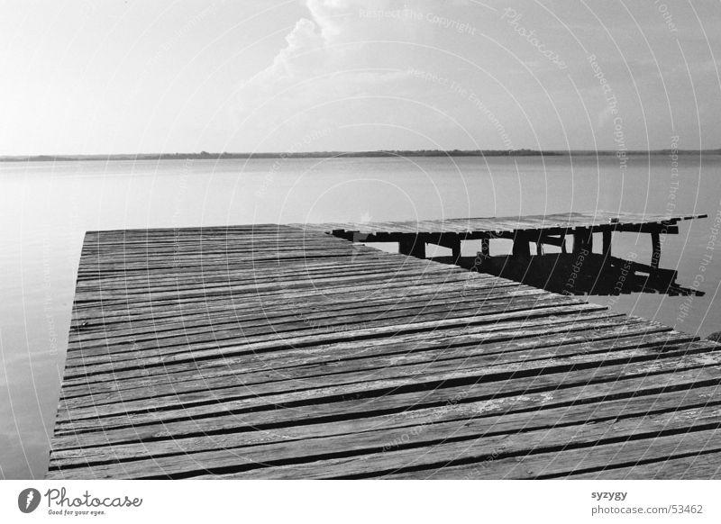 silence II Holz ruhig Steg See Meer Erholung Ferien & Urlaub & Reisen Wasser Mexiko Natur Schwarzweißfoto