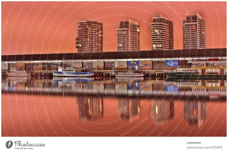 Melbourne Docklands Wasserfahrzeug Nacht Australien spieglung Hafen commonwealth games symetrie