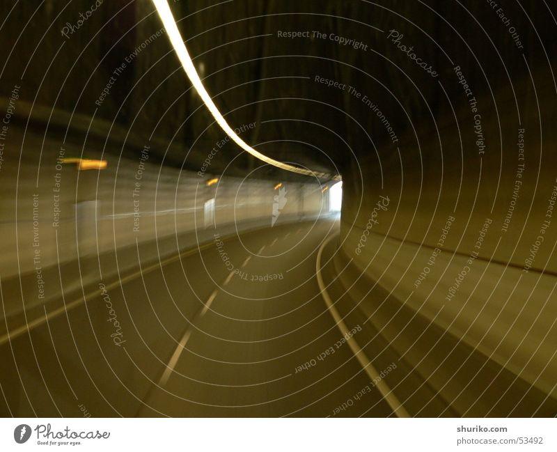 Tunnel grün Ferien & Urlaub & Reisen dunkel grau Bewegung braun Verkehr Geschwindigkeit fahren Autobahn Verkehrswege Autofahren Bus Kurve Verkehrsmittel