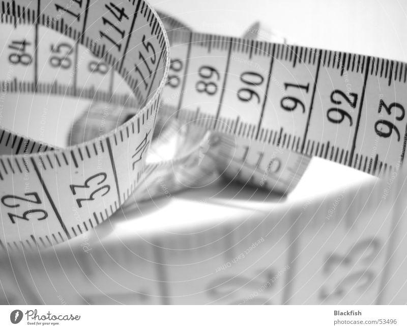 Der Frauenschreck Ziffern & Zahlen Maßband Schneider Nähen schwarz weiß dick dünn Diät Appetit & Hunger Länge Konfektion Konfektionsgröße groß klein