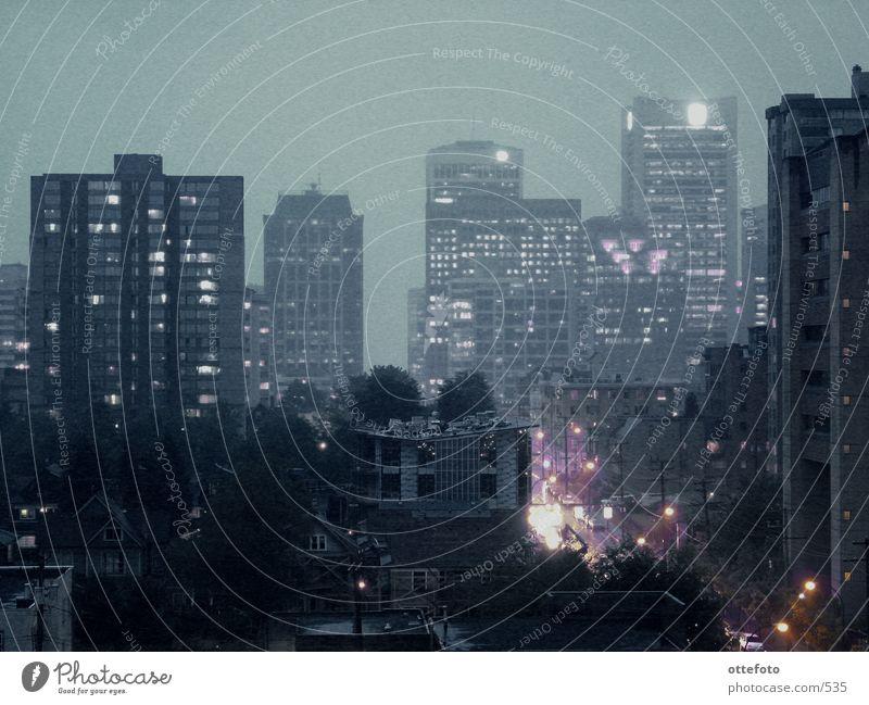 Rainy night in Vancouver Hochhaus Abend Skyline Licht Stadtlicht Nacht Nachtaufnahme