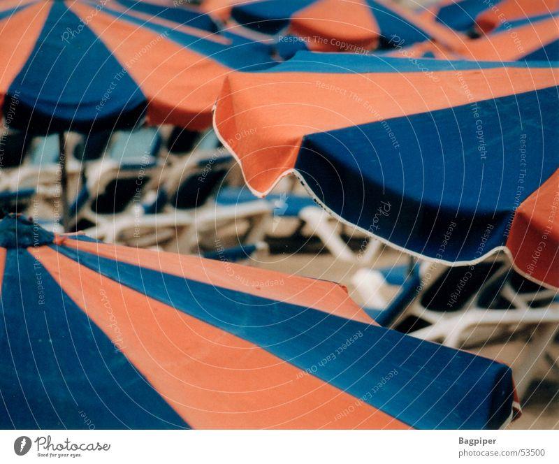 Schirme.... Ferien & Urlaub & Reisen Farbe Perspektive Regenschirm