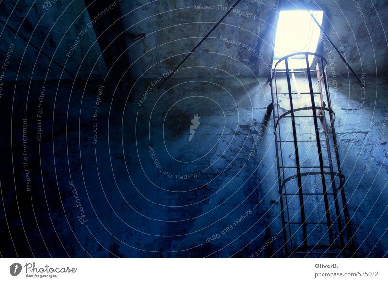 Ausweg Industrie Menschenleer Industrieanlage Fabrik Ruine Bauwerk Gebäude Architektur Mauer Wand Treppe Fassade Fenster Dach Rettungsleiter Leiter