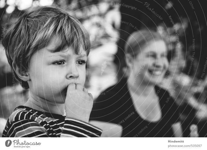 Rast maskulin feminin Kleinkind Junge Frau Erwachsene Mutter Familie & Verwandtschaft Kindheit Gesicht 2 Mensch 3-8 Jahre 30-45 Jahre T-Shirt blond kurzhaarig