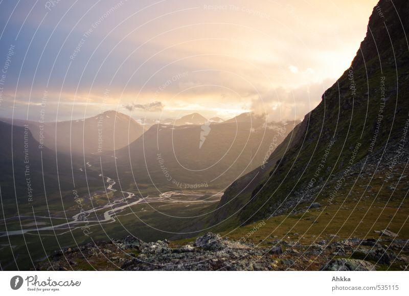 Tiefe III Natur Ferien & Urlaub & Reisen schön Landschaft ruhig Ferne Berge u. Gebirge Gefühle Herbst Freiheit Glück Stimmung Wetter Regen wandern Perspektive