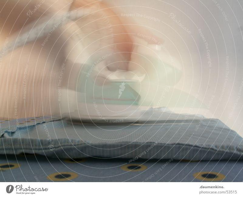 Blitzgebügelt Bügeleisen Wäsche Frau Hand Pullover Hemd Wand Langzeitbelichtung Kreis Finger bügeltisch Kabel Punkt Arme