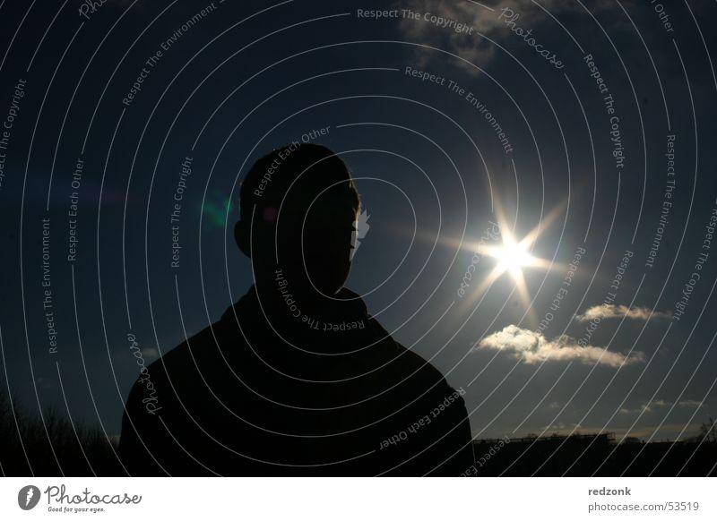 Ab ins Gegenlicht! Sommer Sonne Arbeit & Erwerbstätigkeit Beruf Mann Erwachsene Wolken dunkel geheimnisvoll Agent unheimlich Typ
