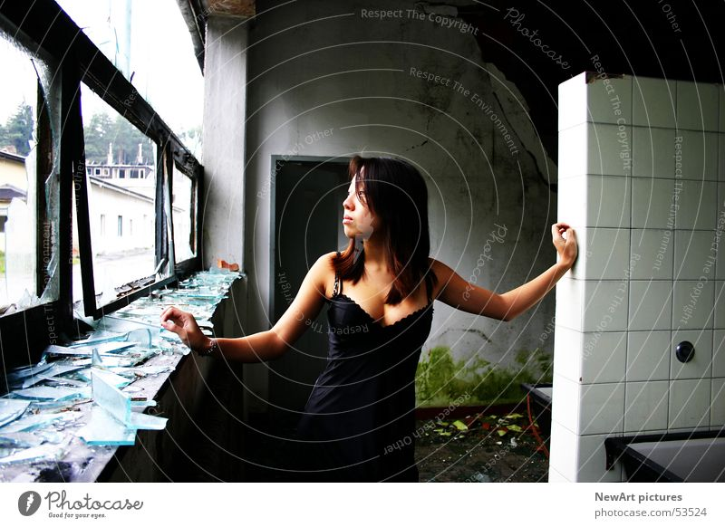Ruine Frau Fenster Wand Graffiti Raum Glas Model Fabrik Unterwäsche Asiate Splitter Bundesland Kärnten Villach