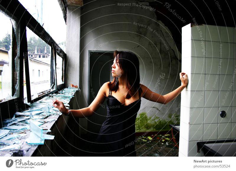 Ruine Frau Fenster Wand Graffiti Raum Glas Model Fabrik Ruine Unterwäsche Asiate Splitter Bundesland Kärnten Villach