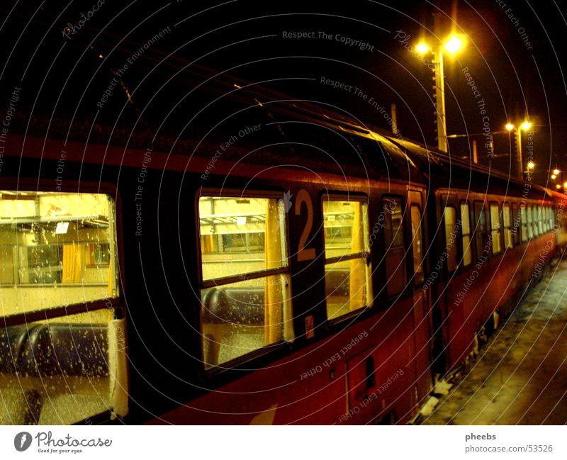wenn der letzte zug... dunkel kalt Eisenbahn Bahnhof Nacht Zugabteil