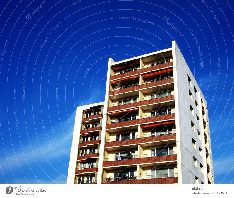 Hochhaus Himmel blau Ferien & Urlaub & Reisen Haus Häusliches Leben Klarheit Balkon