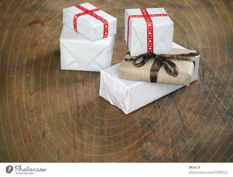 Bescherung kaufen Reichtum Feste & Feiern Weihnachten & Advent Hochzeit Geburtstag Verpackung Paket Streifen Gefühle Stimmung Vorfreude Geschenk schenken Holz