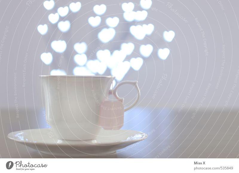 Liebestrunk Ernährung Getränk Heißgetränk Tee Alkohol Spirituosen Tasse Gesunde Ernährung fliegen glänzend leuchten Gefühle Stimmung Verliebtheit Romantik
