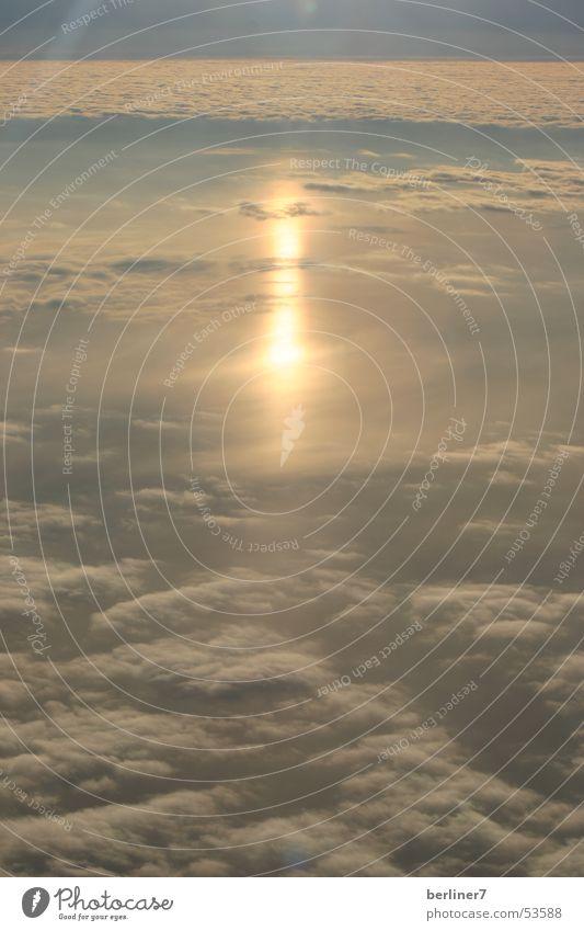 ...über den Winterwolken von Zürich Sonne Wolken Flugzeug Horizont