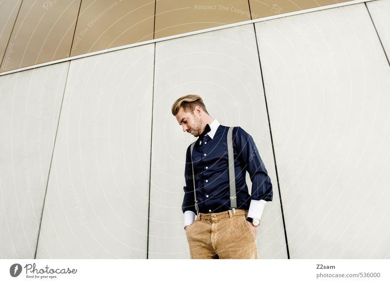 Mode, Mode, Mode Lifestyle elegant Stil maskulin Junger Mann Jugendliche 18-30 Jahre Erwachsene Stadt Haus Architektur Fassade Bekleidung Hemd Hosenträger