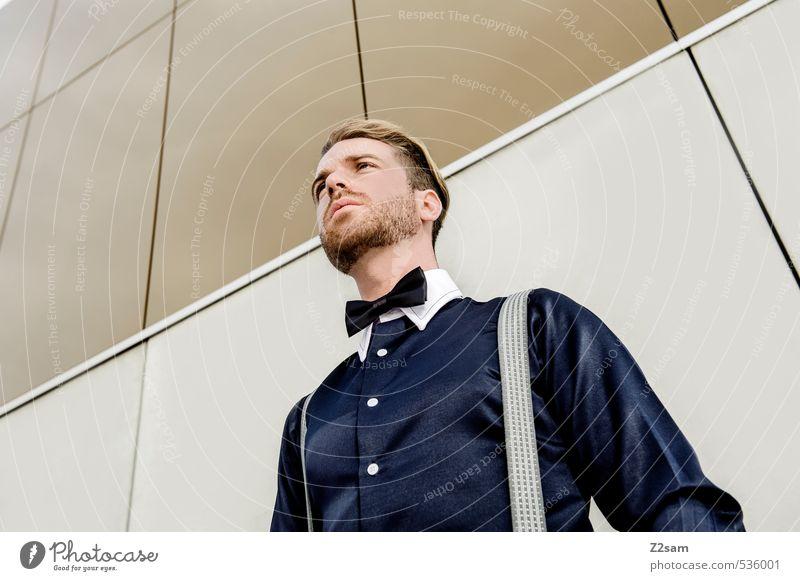 Geschüttelt, nicht gerührt! Lifestyle elegant Stil maskulin Junger Mann Jugendliche 18-30 Jahre Erwachsene Gebäude Architektur Mode Hemd Fliege Hosenträger