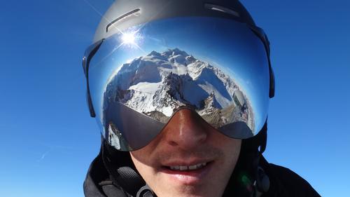 AlpenImVisier Mensch Natur Ferien & Urlaub & Reisen blau Freude Winter Berge u. Gebirge Schnee lustig Sport Lifestyle Erde Horizont maskulin Mund Nase