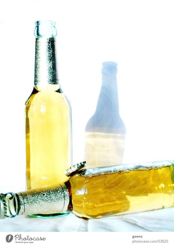 Wochenende gold trinken Bier Flasche genießen Alkohol Gully Bierflasche Flaschenhals Kronkorken