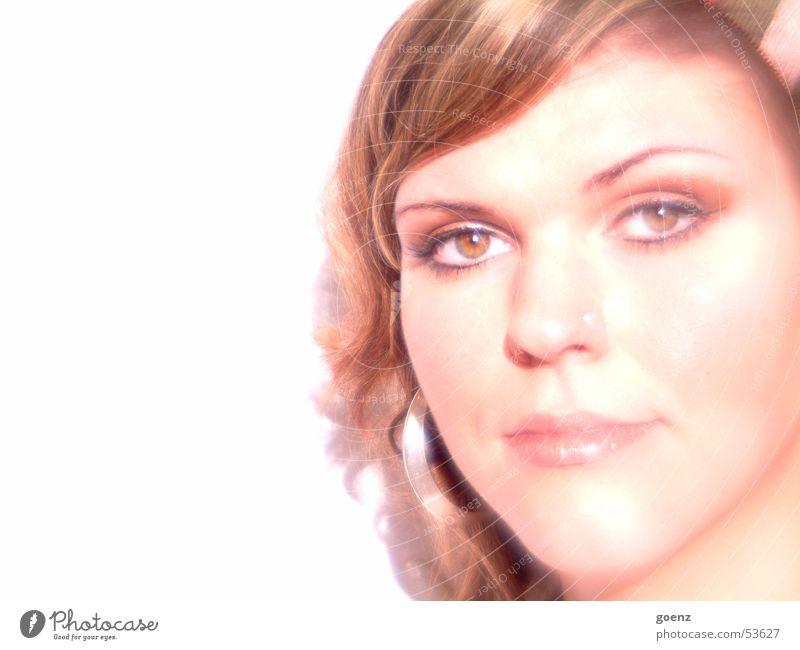 Durchschaut Frau schön Model Beautyfotografie brünett Lippen Gesicht Ohrringe ausdrucksstark Auge Mund Haare & Frisuren Lampe