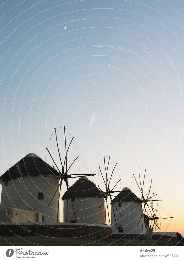 Windmühlen auf Mykonos Griechenland Abenddämmerung ruhig Ferien & Urlaub & Reisen Süden Mond Architektur
