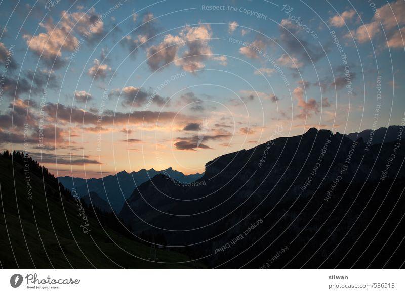mehrschichtige Bergwelt #2 Natur Landschaft Himmel Wolken Sonnenaufgang Sonnenuntergang Herbst Berge u. Gebirge Gipfel leuchten träumen dunkel Ferne schön blau