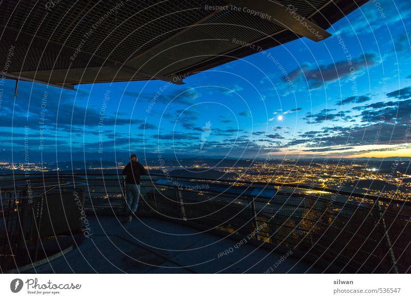 immer mit Blick in Richtung Bern ... Mensch Himmel Jugendliche blau schön Wolken schwarz 18-30 Jahre gelb Erwachsene kalt feminin Herbst außergewöhnlich Horizont träumen
