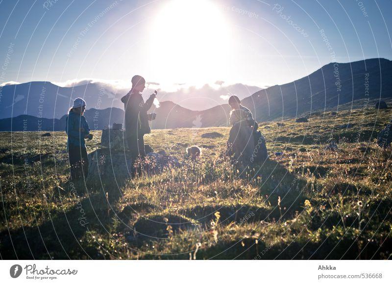 youth Mensch Freundschaft Jugendliche Leben 5 Menschengruppe Natur Landschaft Sonne Frühling Sommer Wiese Berge u. Gebirge fantastisch Gesundheit Zusammensein