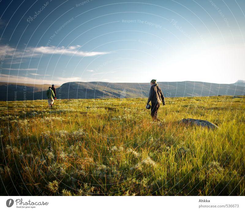 see you next year Mensch Himmel Natur Jugendliche Ferien & Urlaub & Reisen grün Landschaft ruhig Ferne Junger Mann Berge u. Gebirge Leben Wiese Freiheit