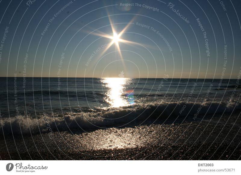Sunset Beach grell Meer Brandung Strand Kies Wellen brechen Außenaufnahme Sonne Wasser Reflexion & Spiegelung urlaub in der türkei wunderschöner sonnenuntergang