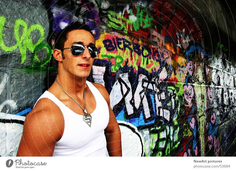 summer Mensch Mann Sonne Sommer Wand Graffiti Sonnenbrille Muskulatur Superman Held Unterhemd Unterführung Brille Klagenfurt am Wörthersee