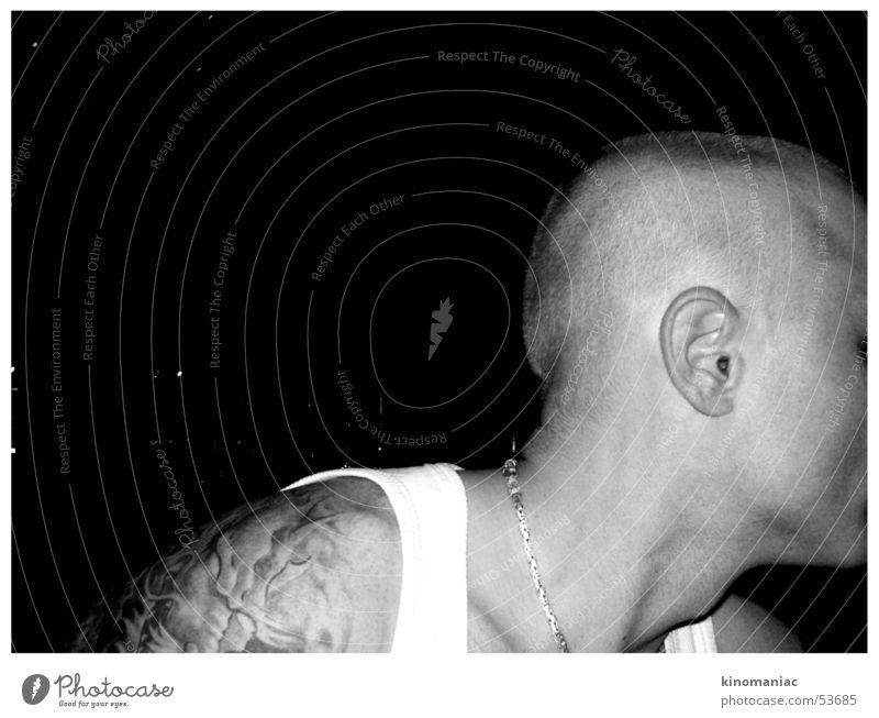 tattoo & skin Mensch Mann Jugendliche weiß Gesicht schwarz Kopf Erwachsene Haut maskulin Coolness einzigartig Ohr Tattoo Hals selbstbewußt