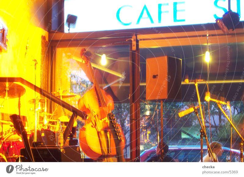 café stella Leben Konzert Kontrabass Café concert Schnur