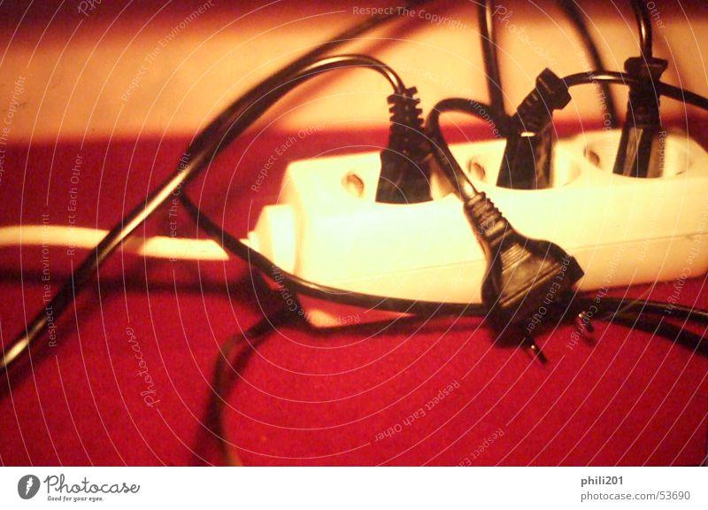 wired Steckdose Stecker Anschluss Elektrizität Verbundenheit ausgesteckt besetzen weiß schwarz Kabel Alkoholisiert elektrik. rot Unschärfe überschüssig