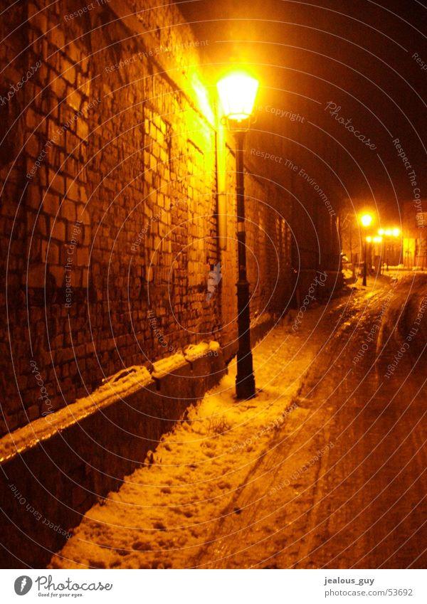 warm und kalt... Winter Straße Lampe Schnee Mauer Eis Laterne Schnellzug