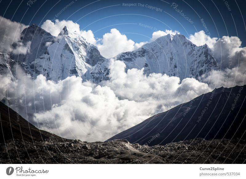 Ein Stück vom Himmel Natur weiß Wolken Berge u. Gebirge Nebel Abenteuer Gipfel Schneebedeckte Gipfel massiv beeindruckend enorm Nepal Himalaya Mondlandschaft