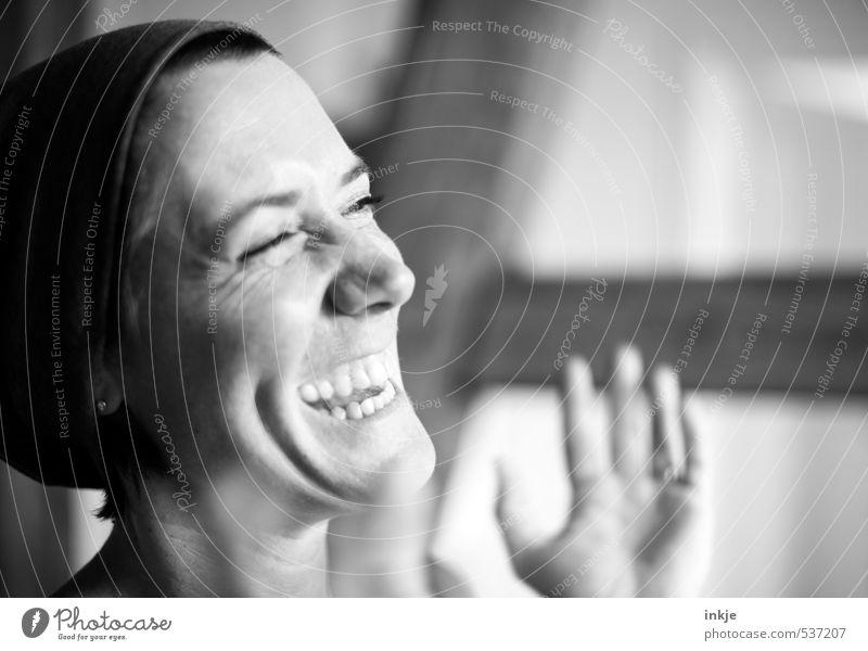 What a beautiful day...! Lifestyle Stil Freude Leben Zufriedenheit Freizeit & Hobby Frau Erwachsene Gesicht 1 Mensch 30-45 Jahre Mütze lachen authentisch