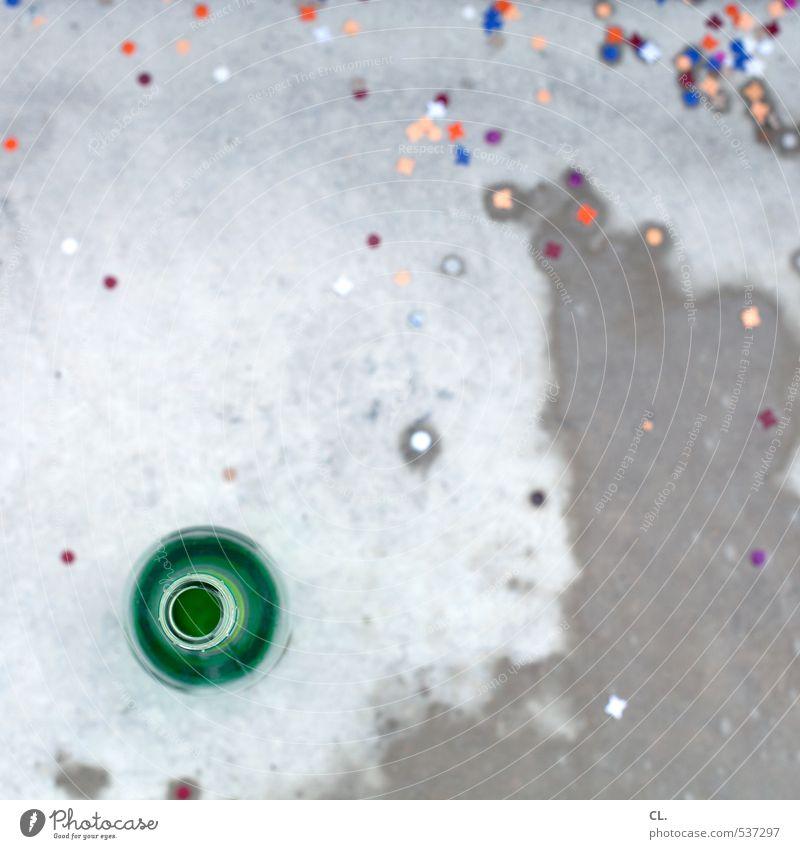 feuchtfröhlich grün Freude grau Feste & Feiern Party Stein Fröhlichkeit Lebensfreude nass Boden Getränk Silvester u. Neujahr Bier Karneval Flasche Alkohol